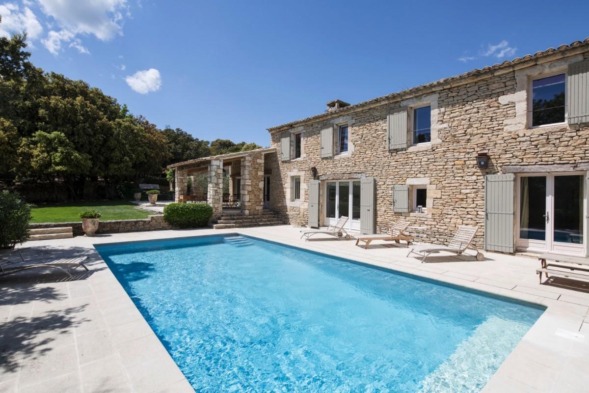 Maison de gordes villa maison de gordes provence isle blue - Decoration interieur mas provencal ...