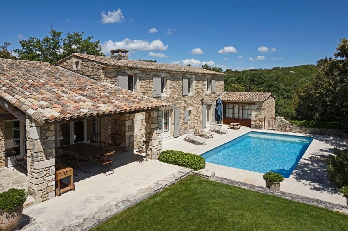 Maison de gordes villa maison de gordes provence isle blue for Location villa salon de provence